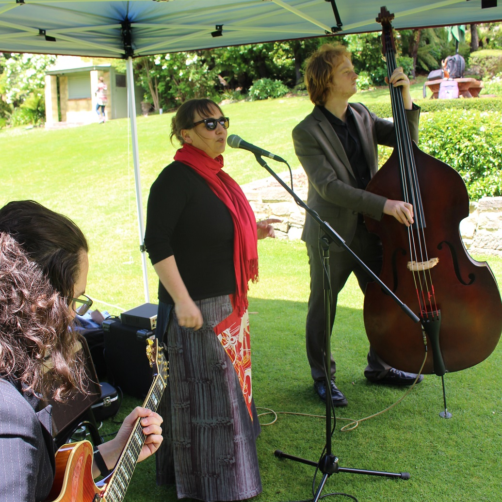 Jane Morris Trio - Tasmanian Jazz Bands, Function Bands Tasmania, Party Bands Tasmania, Wedding Bands Tasmania, Wedding Guitarist Tasmania
